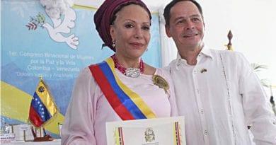 Condecorada Piedad Córdoba en Congreso Binacional de Mujeres