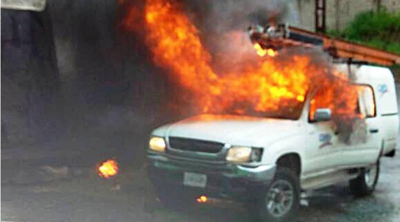 Violentos queman unidad de CANTV en carretera Trasandina